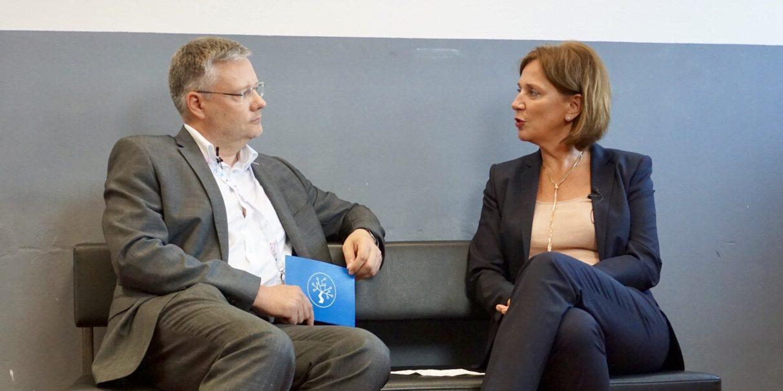 Yvonne Gebauer im Gespräch mit Marcus Ventzke bei der EduCouch