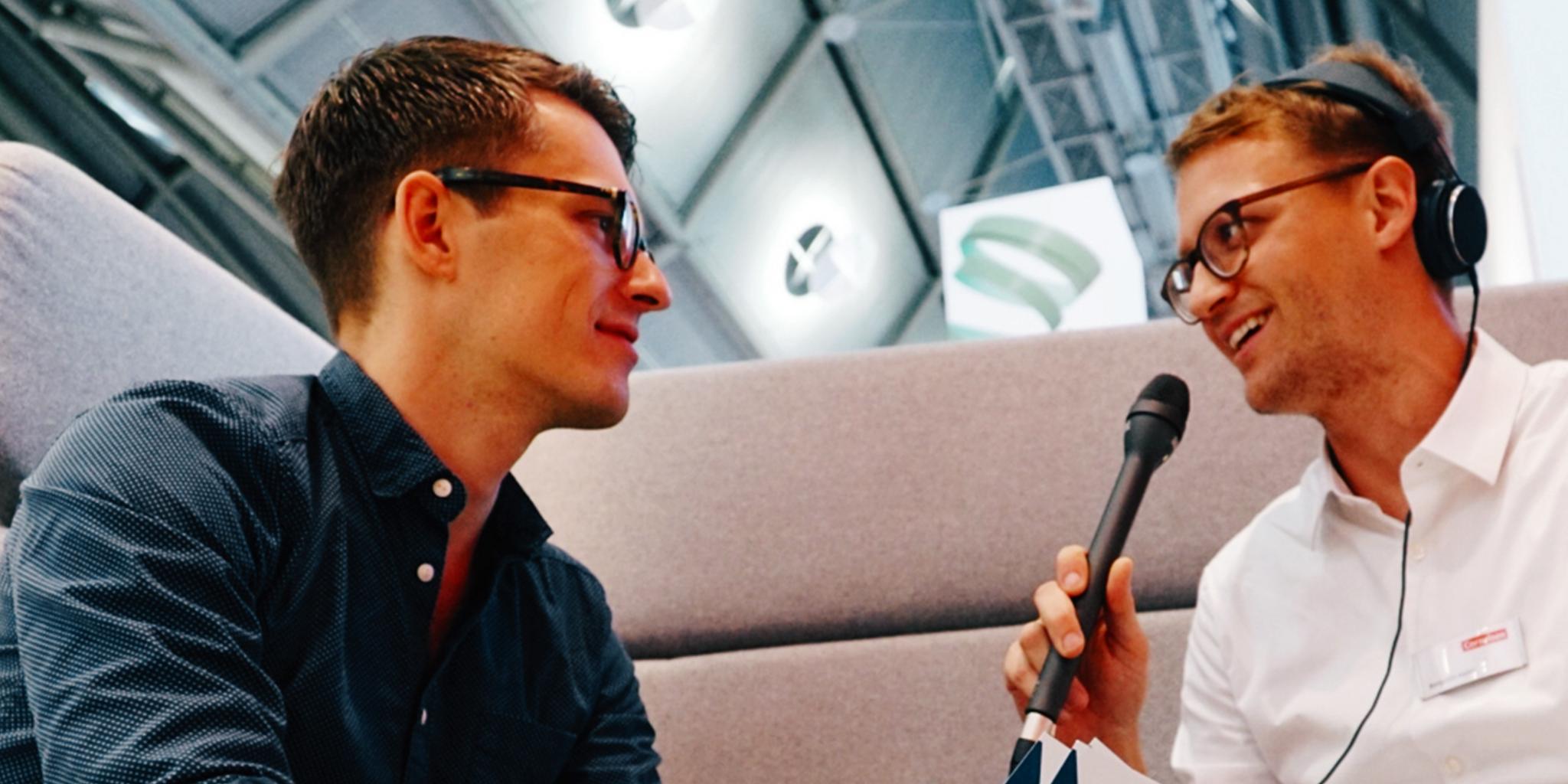 Leander Wattig im Gespräch mit Benjamin Heinz bei der EduCouch