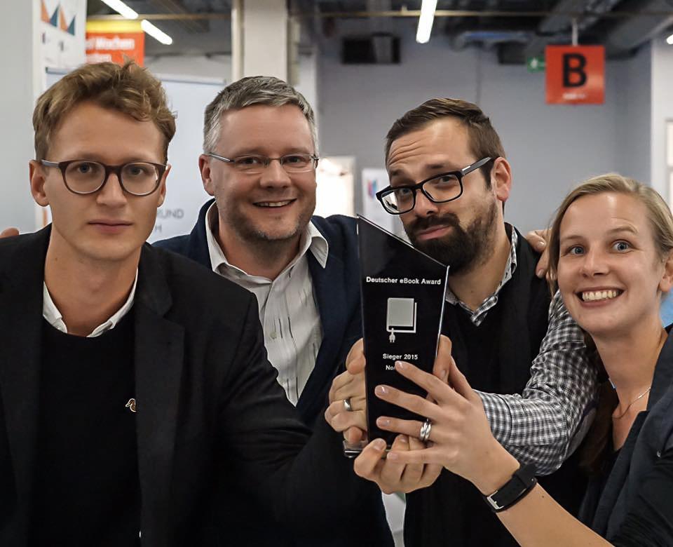 eBook Award 2015; mBook; Siegerpokal; Institut für digitales Lernen